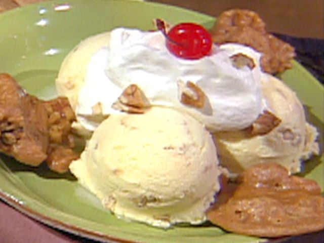 Get this all-star, easy-to-follow Pralines and Cream Ice Cream recipe from Emeril Lagasse.