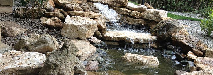 Hangulatos eleme lehet kertjének egy vízesés.  http://www.szilpark.hu/szolgaltatasok