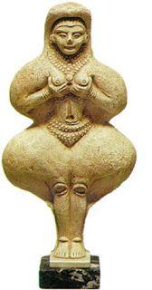 -La diosa madre o Madre tierra-  Se representa con la figura de una mujer de grandes pechos que simboliza la fertilidad.