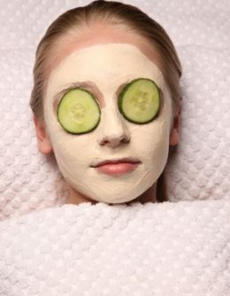 Step by step ideas for running a spa party.  Love the cucumbers! And individual bucket and washcloth (ziploc bags)