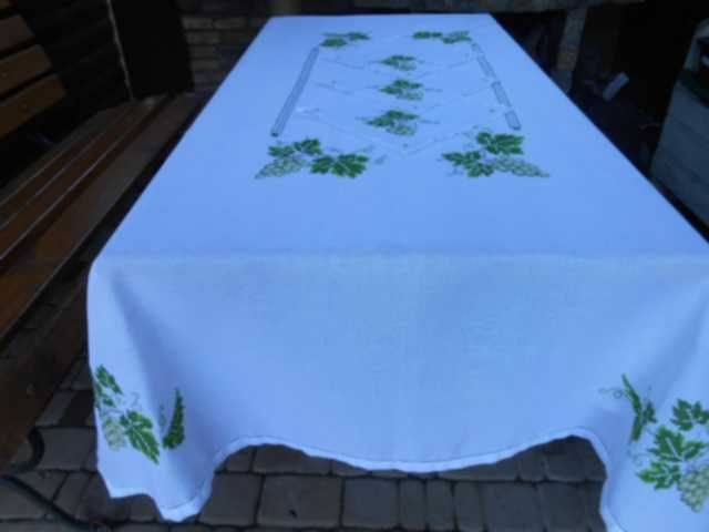large tablecloths to embroider