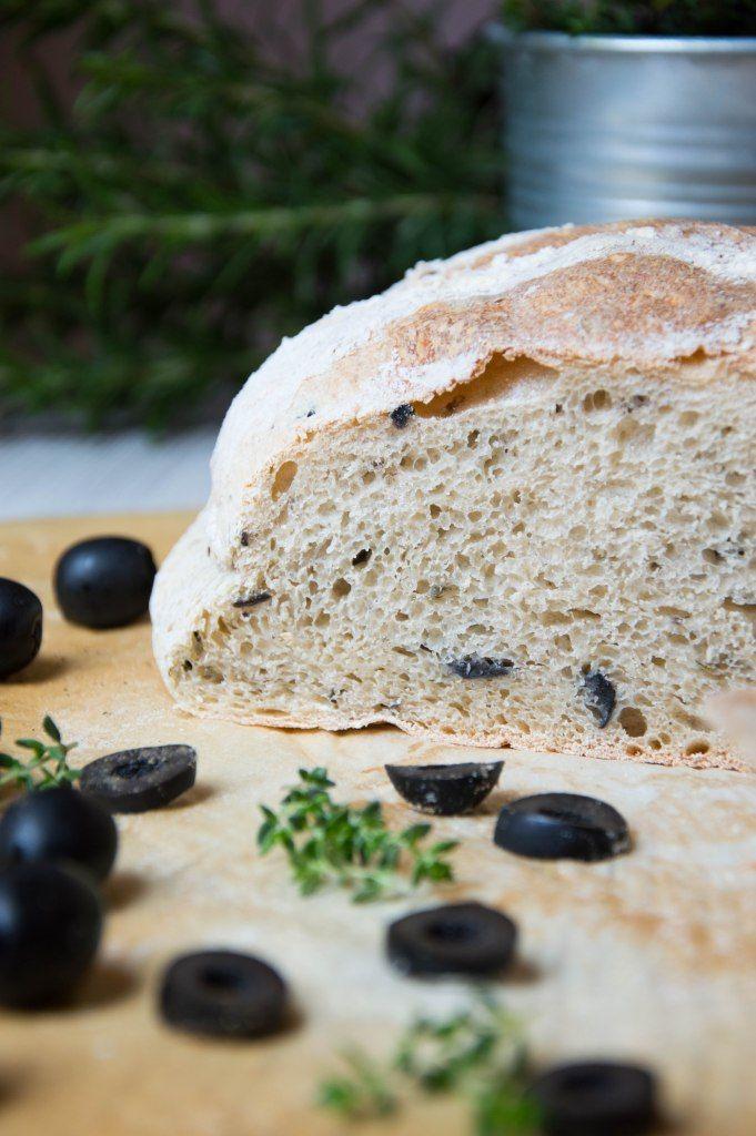 Entra a ver como hacer Pan de aceitunas negras y tomillo de manera fácil y detallada