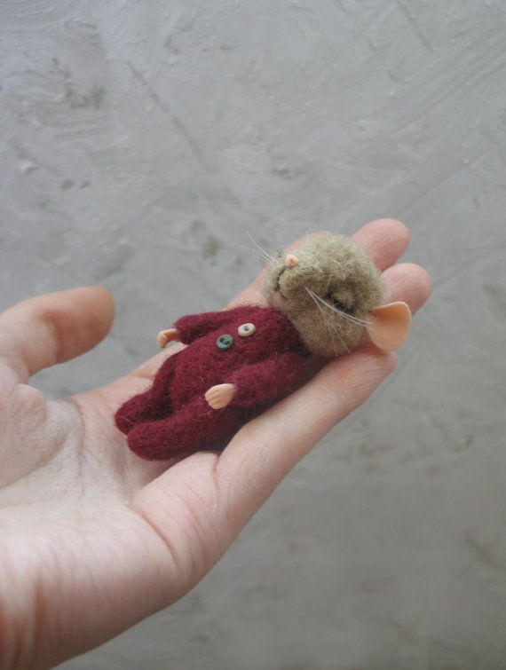 The little mouse is made of wool by needle felting. Cot made of natural wood, handmade. Owner of fairy tales of B. Potter with illustrations and readable text, handmade.