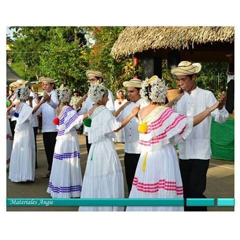 Sabías que....La música típica, pindín o simplemente típico es un género musical y baile autóctono de Panamá, que representa la transformación de la música panameña anónima y folclórica a conjuntos de música típica popular de autor con ánimo de lucro, asimismo, el término típico es utilizado localmente, por extensión para denominar a todas las manifestaciones musicales y coreografícas vernaculares de las provincias centrales de Panamá...Foto cortesía de: @ricardo0407