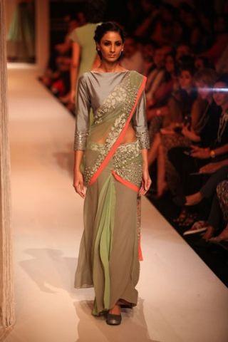 Scarlet Bindi - South Asian Fashion Blog: Lakme Fashion Week 2013, Day 1: Manish Malhotra