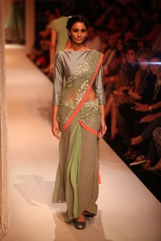 Scarlet Bindi - South Asian Fashion Blog: Lakme Fashion Week 2013, Day 1: Manish Malhotra