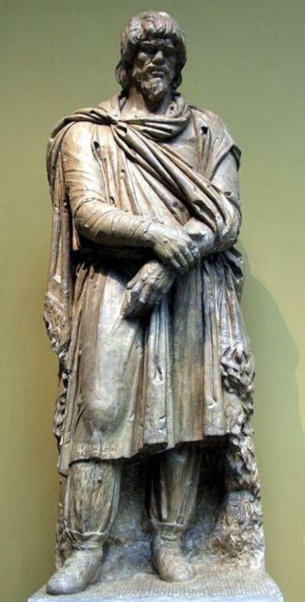 Comati  Daci, come pure gli stessi Geti, erano generalmente descritti dal mondo classico come individui alti, dalla pelle chiara, dai capelli di colore probabilmente rossiccio e dagli occhi blu