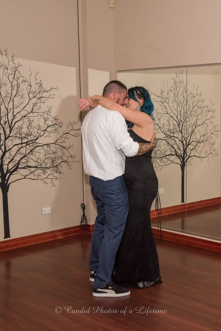 Wedding photographer, Candid Photos of a Lifetime - the 1st dance as Husband & Wife