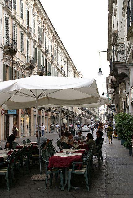 Torino, Via Garibaldi, Strassencafé (street café)