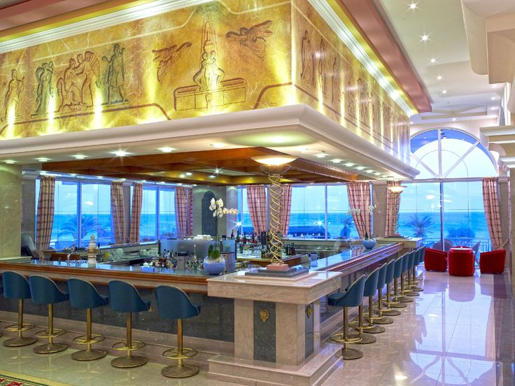 Mythos Piano Bar - soft piano music and a large variety of beverages promise a very pleasant evening and a great place to meet new people during your stay