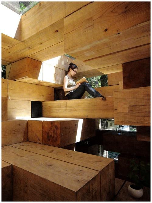 architecture intérieure : maison en bois à Kumamoto, Japon - par Sou Fujimoto