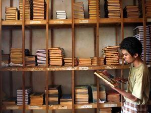 """Prof Didin: Ma'had Aly sangat penting untuk melahirkan kader ulama  JAKARTA (Arrahmah.com) - Pengamat Pendidikan Islam Prof. KH Didin Hafidhuddin menegaskan Ma'had Aly sangat penting perannya dalam melahirkan kader ulama yang kompeten.  """"Ma'had Aly penting keberadaanya untuk melahirkan kader agama ahli hadis dan ahli tafsir Alquran. Ini karena sekarang minim sekali pemuda yang profesional menjadi dai dan ulama jika hanya sekedar belajar tanpa ada latar belakang formal"""" ujar dia lansir…"""