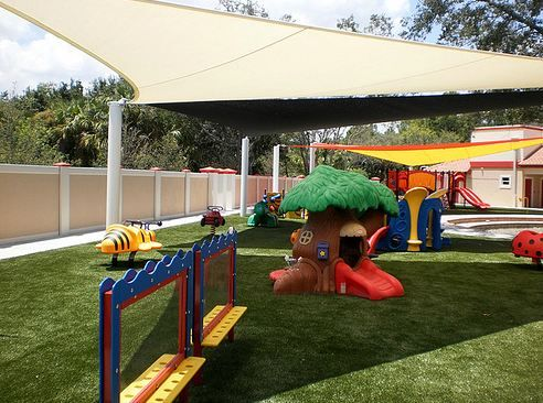 8 mejores im genes sobre cesped artificial parques for Parque infantil jardin