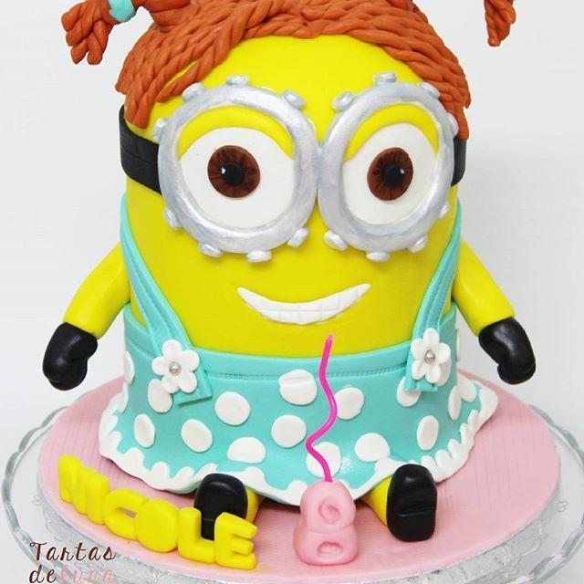 Tarta Minion 3D #tartadecumpleaños #birthdaycake #fondantcake #tartadefondant #3Dcake #tarta3D #tartasparaniñas #cakesforkids #tartasparaniños #instacake #tartasdelunallena #minion #minion3dcake #tartaminion3D http://tartasdelunallena.blogspot.com.es/