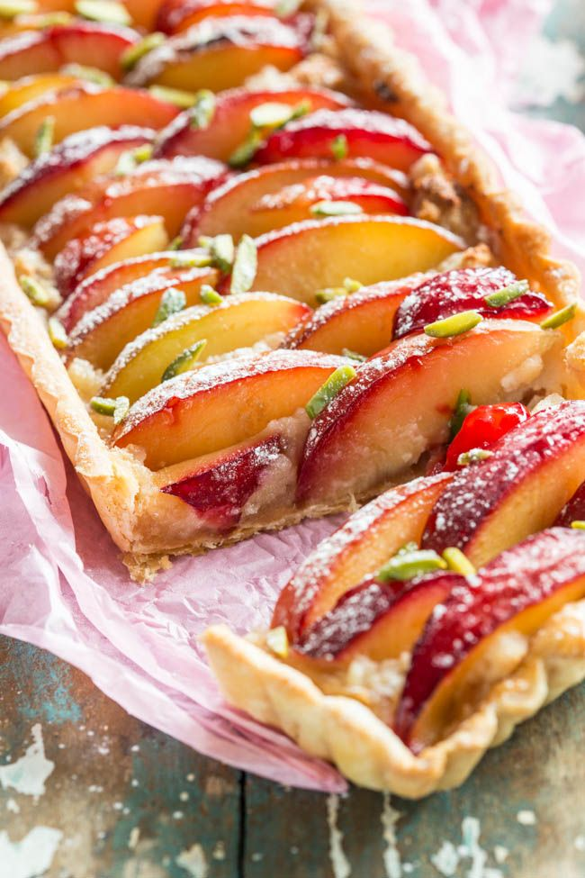 Plum tart with roasted marzipan - Simone's Kitchen