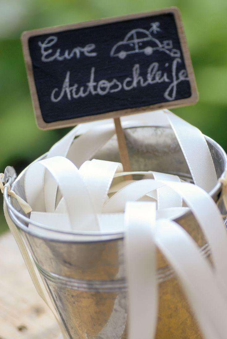 DIY-Anleitung: Schöne Autoschleifen Hochzeit basteln