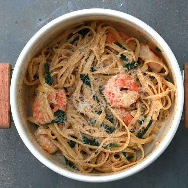 Cremige One-Pot Garnelen-Spinat-Pasta   Diese One-Pot Garnelen-Spinat-Pasta ist so einfach zu kochen, dass du nichts anderes mehr essen wirst