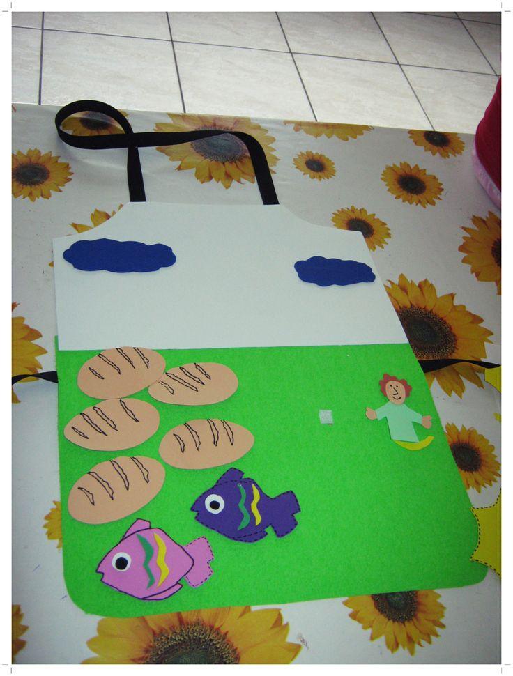 O avental dos 5 pães e 2 peixinhos que uma amiga fez...PROFE Martiani