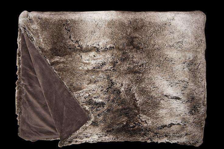 Pälspläd & kuddfodral Fine Fabrics Wolf 141 140x190 - Offentlig miljö www.panela.se