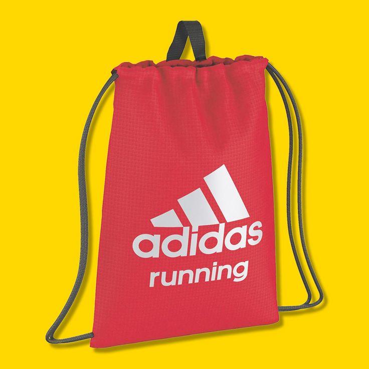 Dieser Sportbeutel ist für alle Sportler geeignet, die mit wenig Ausrüstung auskommen. Die Adidas Tasche bietet Platz für deine Schuhe, ein Shirt und eine Sporthose.