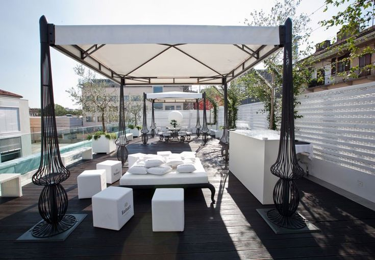 Roof deck by Samuele Mazza Outdoor Collection at Magna pars Suite Hotel