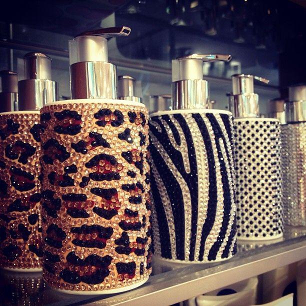 20 best images about animal print bathroom on pinterest for Cheetah bathroom ideas