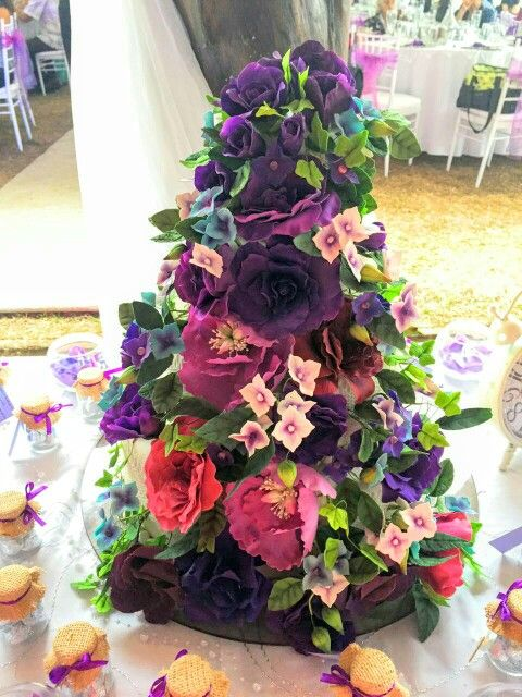 Wedding cake, sugar flowers!
