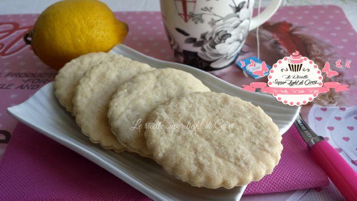 Biscotti light al limone profumati alla vaniglia (48 calorie l'uno)
