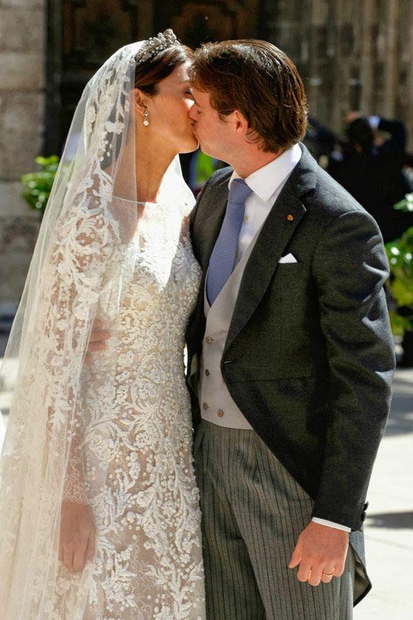 Aconteceu hoje o casamento religioso de Claire Lademacher com o Príncipe Felix de Luxemburgo, em Saint-Maximin-la-Sainte-Baume, no sul da França. A cerimôn
