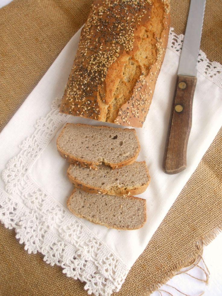 Tenho apresentado por aqui algumas receitas de pão, mas nunca tinha feitonenhumacompletamentesem glúten. Já tinha feito um de  farinha d...