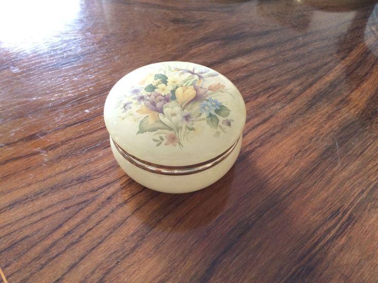 Vintage portagioie in marmo / Elegante scatola porta gioielli in marmo giallo decorata con fiori / regalo per lei di VintaFai su Etsy