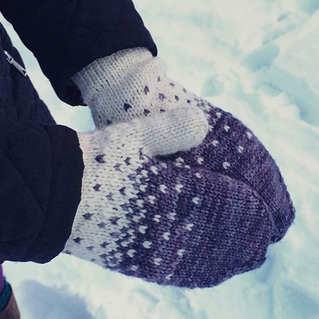 Manning Park Mittens by Black Crow Knits, knitted by SSKVancouver | malabrigo Rios in Natural and Plomo