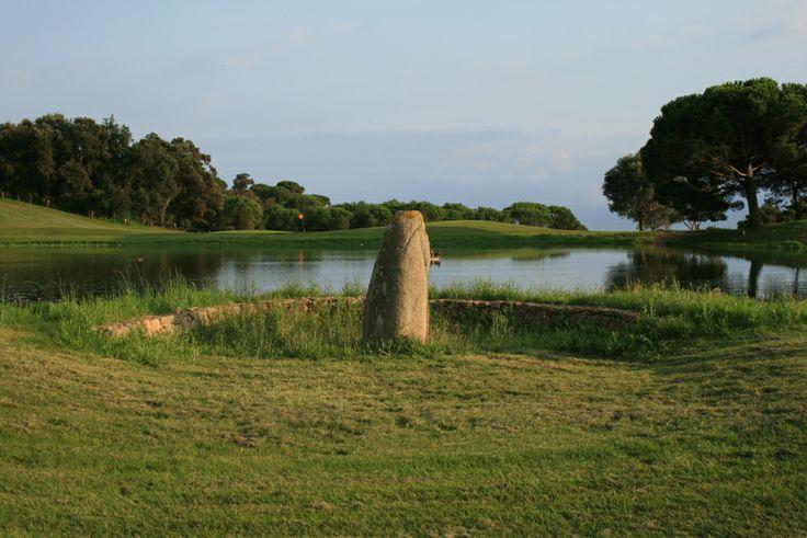 Menhir la Pedra de les Goges al Baix Empordà. http://ambotes.com/2011/09/18/cova-den-riera-bell-lloc-daro-santa-cristina-daro-gavarres-baix-emporda/img_5030/