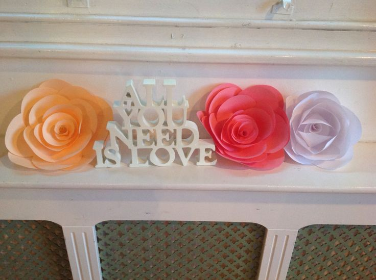 Giant flowers to decorate your ceremony hall