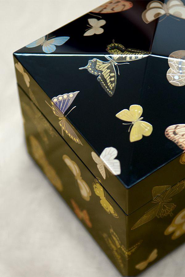 群蝶蒔絵漆箱