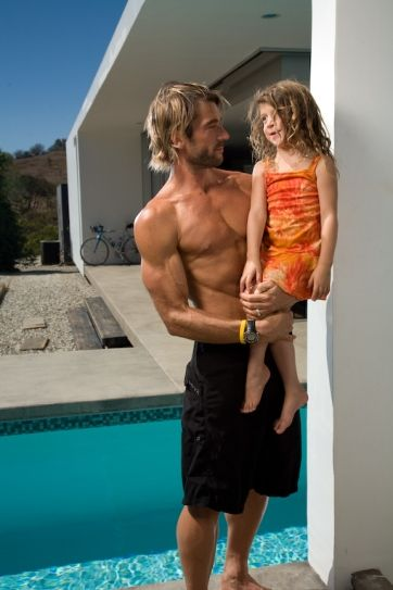Rich Roll... My new favorite male athlete... UltraTriathlete, dad, lawyer, husband, and easy on the eyes,