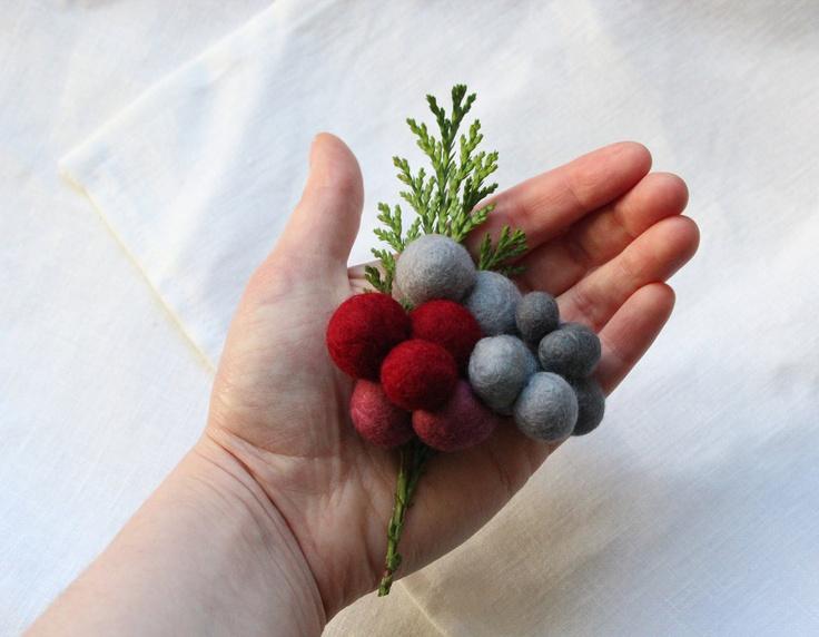 Winter berries brooch