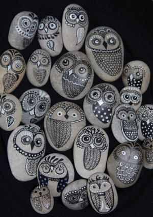 Eulen, handgemalt auf Isarsteinen  Owls, handpainted on Isar (a river in Bavaria/Germany) stones
