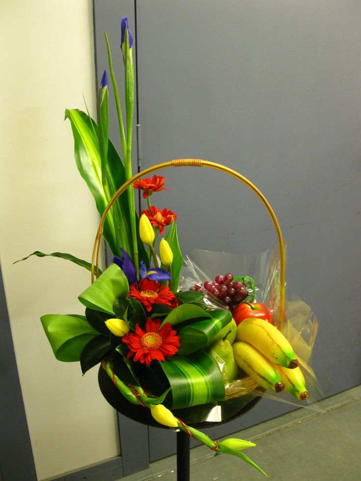 Who said fruit with flowers was boring?? This modern basket of flowers and fruit will change your mind!