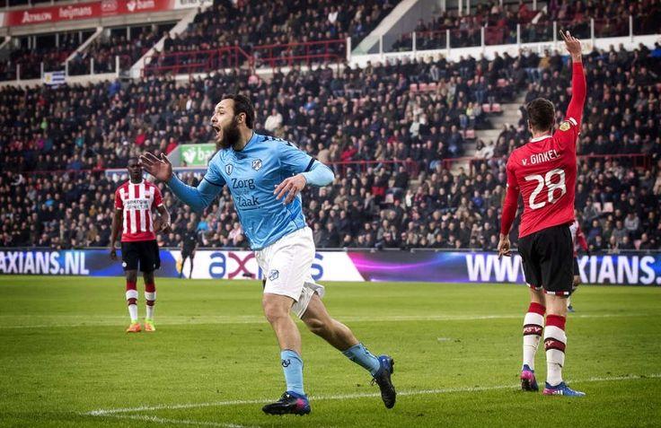 Utrecht-speler Nacer Brazite ziet dat zijn doelpunt tegen PSV wordt afgekeurd. Ten onrechte.