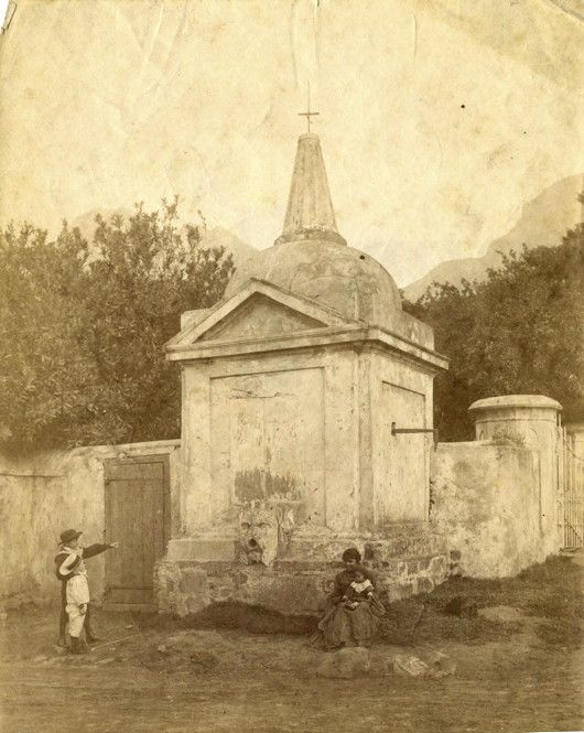 The old water pump at the corner of Prince Street and Sir George Grey Street in the Cape Town