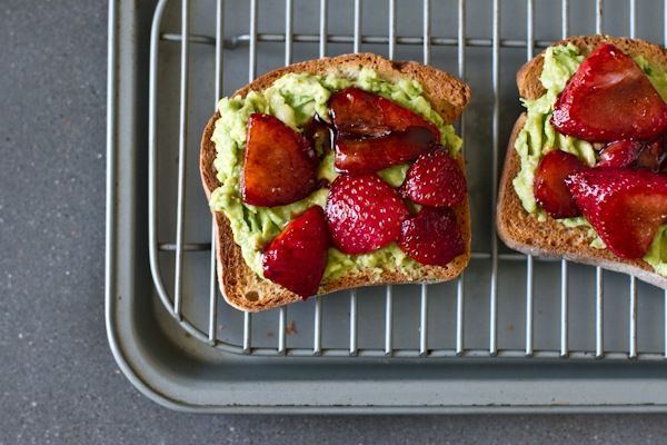 Avocado Strawberry + Goat Cheese Sandwich @ Edible PerspectiveTasty Recipe, Goats Cheese Sandwiches, Fun Recipe, Goats Chees Sandwiches, Edible Perspective, Food, Avocado Strawberries, Eating, Goat Cheese