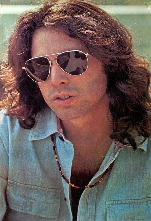 Jim Morrison,  fue un cantautor y poeta estadounidense, célebre por ser el vocalista del influyente grupo de rock de Los Ángeles The Doors.