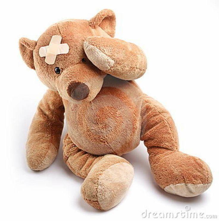 Zieke Teddybeer Met Pleister Op Zijn Hoofd