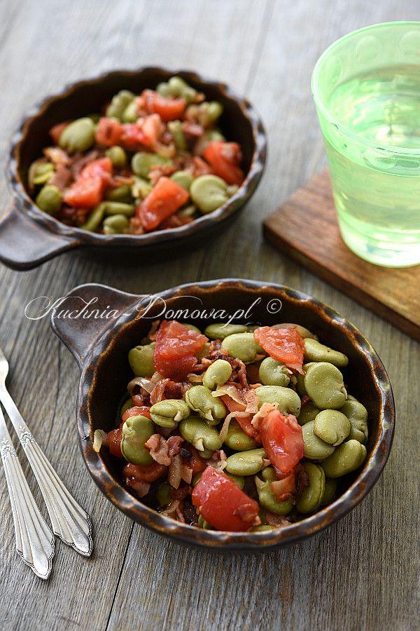 Sałatka z bobu, z pomidorem i boczkiem