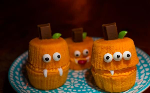 KIT KAT Pumpkin Cupbreaks: Pump(kin) up the volume at your Halloween party with…