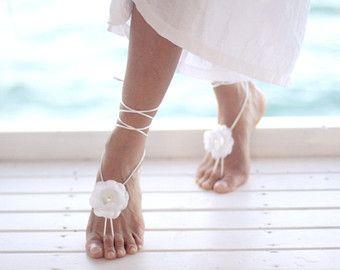 BITTE BEACHTEN Sie: Kurz nachdem Sie Ihre über Etsy Bestellung, Zahlungseingang erhalten Sie per E-mail. Über den Link in dieser E-mail enthaltenen machen Sie Ihre Zahlung sicher. Von dort aus können Sie mit Kreditkarte, EC-Karte oder PayPal bezahlen.  Zubehör für Ihre schöne Hochzeit Kleid *** ergänzen  * Um ihre Eleganz bei der Strand-wedding.*  White satin gemacht. Cord ist die Farbe weiß. Perle in der Mitte der Blumen. Hergestellt aus Blumen gepresst mit traditionellen Methode. Wird…