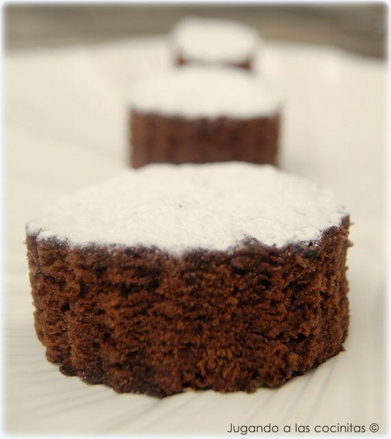 JUGANDO A LAS COCINITAS: Bizcocho de chocolate en microondas (¡buenísimo!)