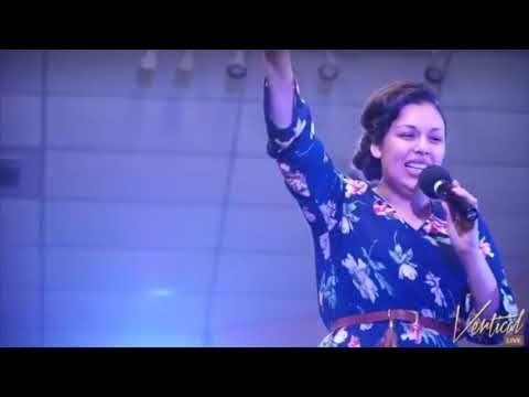 Way Maker w/Lyrics - Spanish Priscilla jimenez Bueno