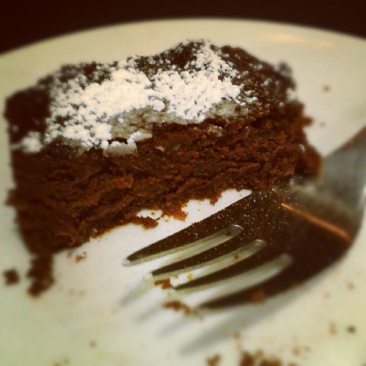 Brownie SGL   Puro placer sin la culpa! Estos blanditos creaciones son SIN Gluten y SIN Lactosa hecho a base de un dulce poroto Japones y un toque de cacao. No lo pienses mas...son increibles!  $16.000 para 16 barras